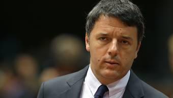 Italiens Ministerpräsident Matteo Renzi schaut im Streit um die Aufnahme von Flüchtlingen streng in Richtung Ungarn, Tschechien und Slowakei. (Archiv)