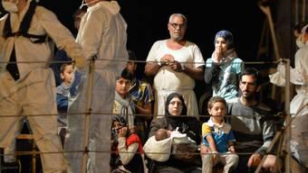 Flüchtlinge erreichen den sizilianischen Hafen Pozzallo