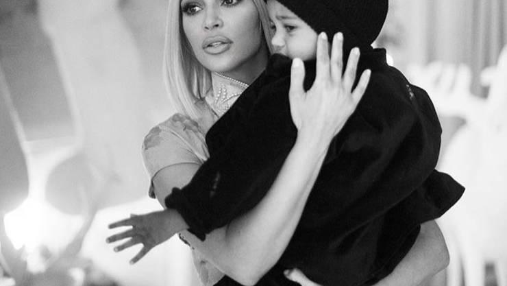 Kim Kardashian mit Sohn Saint West im Spital: Der Zweijährige leidet an einer Lungenentzündung und musste den Jahreswechsel in einer Klinik verbringen. (Instagram)
