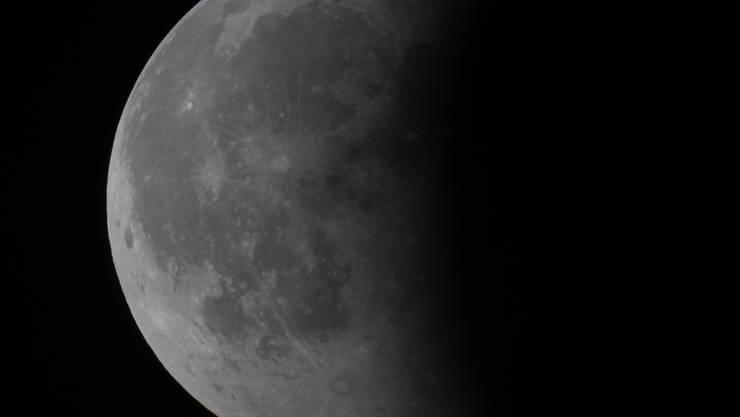 Fotografiert von Astrogruppe-Mitglied Sascha Nussbaumer mit folgender Ausrüstung: Celestron Nexstar 4 SE (Öffnung 102mm / Brennweite 1325mm) und Lumix DMC-GM1.