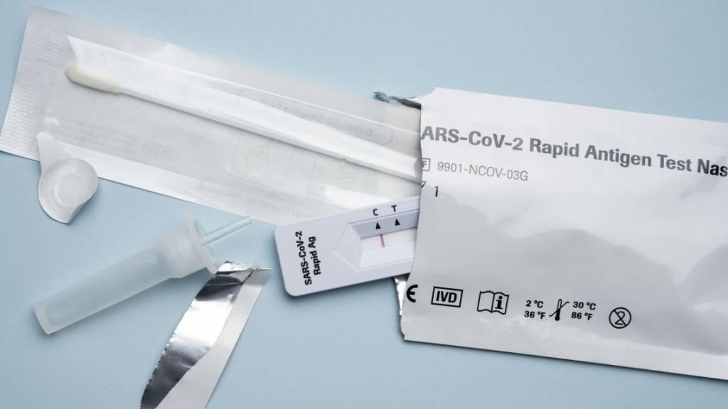 Abgabe von Coronavirus-Selbsttests bricht drastisch ein
