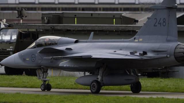 Ein Kampfflugzeug Gripen C auf dem Flugplatz Emmen.