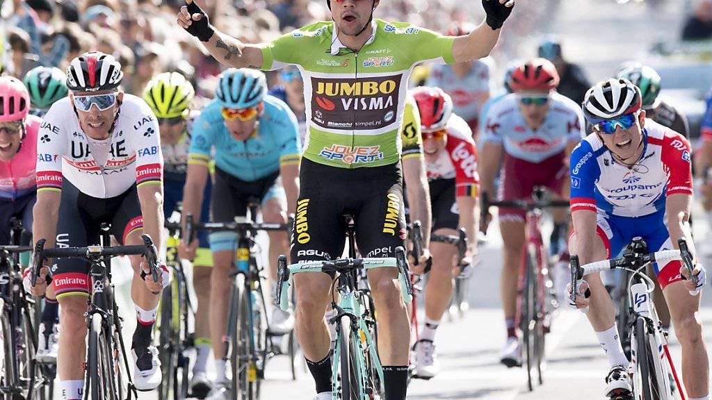 Der Slowene Primoz Roglic freut sich in La Chaux-de-Fonds über seinen Sprintsieg in der 1. Etappe der Tour de Romandie