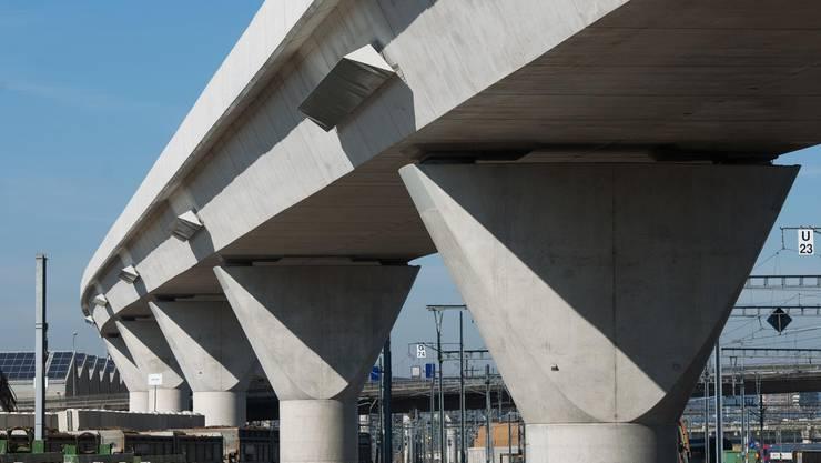 Blick auf die Baustelle der Durchmesserlinie auf der Letzigrabenbrücke der SBB.