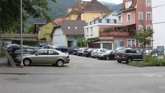 Bei der Benützung des Postparkplatzes wird von den Autofahrern mehr Disziplin erwartet. (Archiv)
