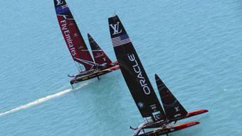 Das Duell um den America's Cup zwischen dem Team New Zealand (links) und dem Oracle Team USA steht vor der Entscheidung. Die Neuseeländer benötigen noch einen Sieg