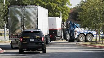In diesem Lastwagen fand die Polizei von San Antonio im US-Bundesstaat Texas 38 mutmassliche illegale Einwanderer vor. Sie waren bei grosser Hitze im Lkw eingeschlossen.