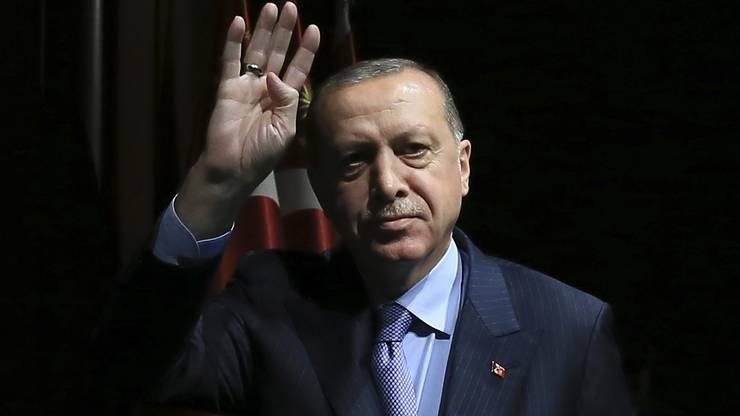 Der türkische Präsident lässt Gold von den USA nach England und in die Schweiz verschieben. 19 Tonnen Gold werden in Basel gelagert.