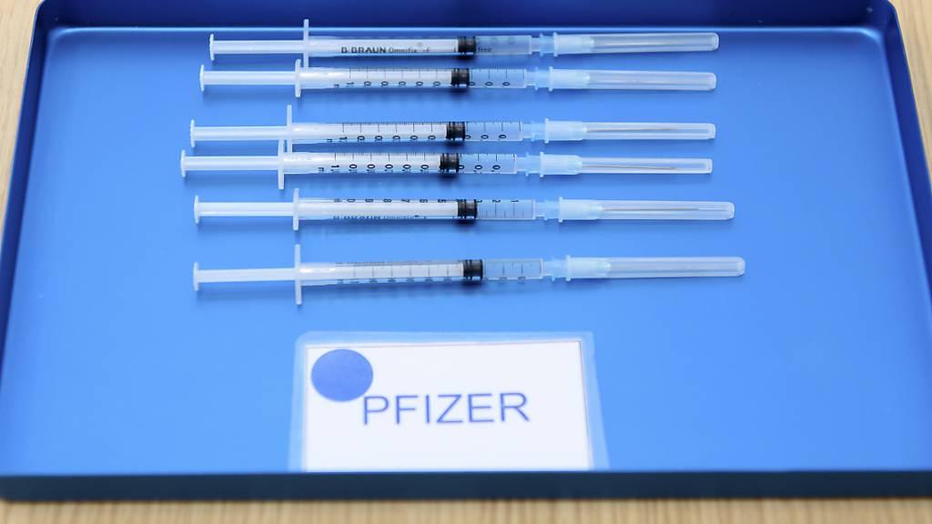 Der Coronaimpfstoff lässt beim US-Pharmagiganten Pfizer die Kassen im Startquartal klingeln. (Archivbild)