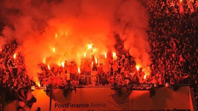 Neun Anhänger des SC Bern können sich in dieser Saison keine Eishockey-Spiele live anschauen (Symbolbild)