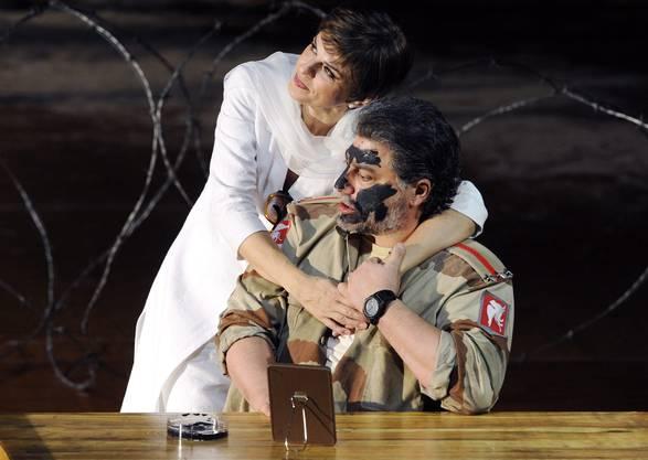 Noch vor wenigen Jahren war es üblich, dass sich Weisse für die Rolle des Otellos schwarz schminken. Hier zum Beispiel Sänger Jose Cura 2011 bei einer Probe im Opernhaus Zürich.