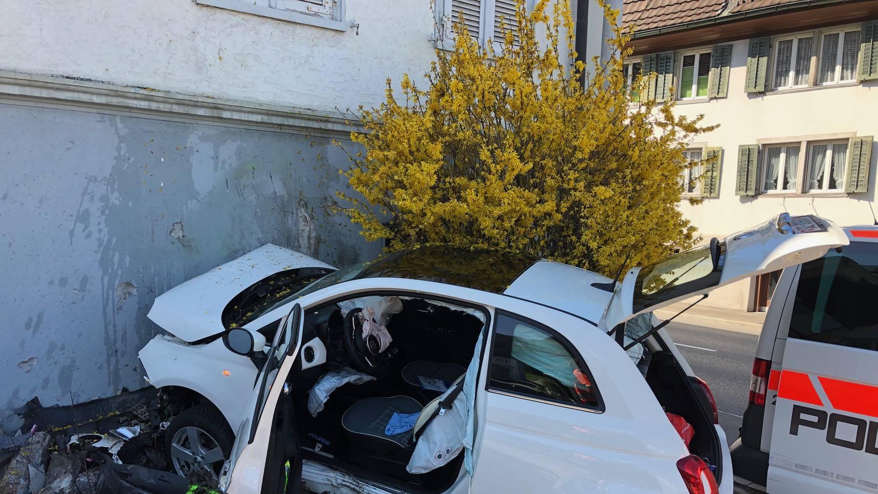 Autounfall in Schübelbach Schwyz