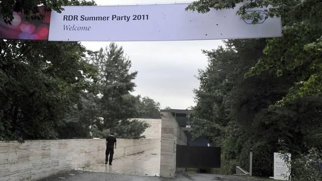 Ein Plakat zur Ankündigung der Roche Summerparty 2011, an welcher die Opfer teilnehmen wollten