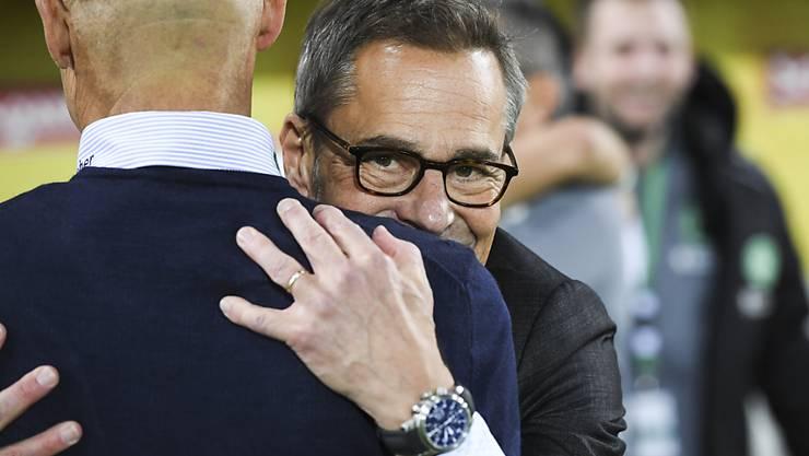 Fussball kann so schön sein: St. Gallens Präsident Matthias Hüppi freut sich mit Trainer Peter Zeidler