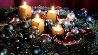 So ist es richtig:  Wenn ein paar Punkte beachtet werden, brennen nur die Kerzen am Adventskranz.  AZ-Archiv