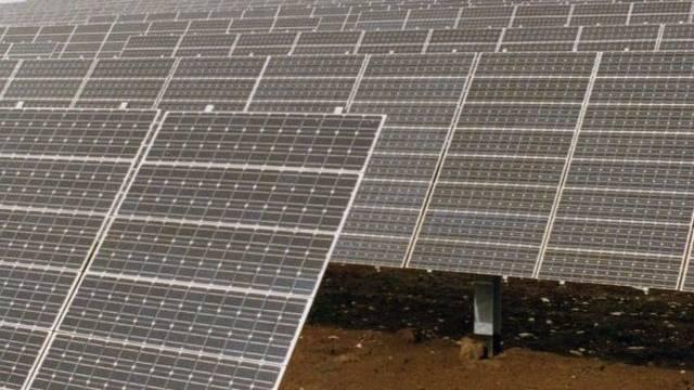 Teil eines Solarkraftwerks (Symbolbild)