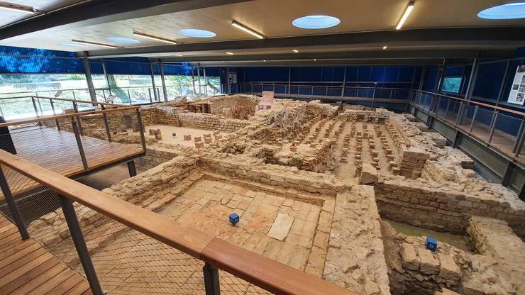 Die 1975 entdeckte Badeanlage ist heute in einem modernen, 2017 neu eröffneten Museumsbau konserviert und öffentlich zugänglich.
