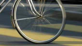 An der Rheingasse haben sich  ein Lieferwagen und ein Fahrrad beim Kreuzen touchiert. (Symbolbild)