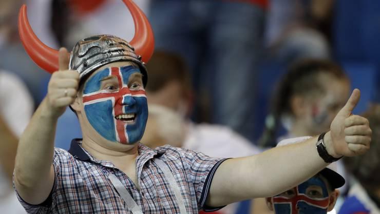 Wenn Sie mindestens sieben der zehn Fragen über Island richtig beantworten, bekommen Sie von diesem netten Herrn ein dickes Lob und ein kräftiges Huh.