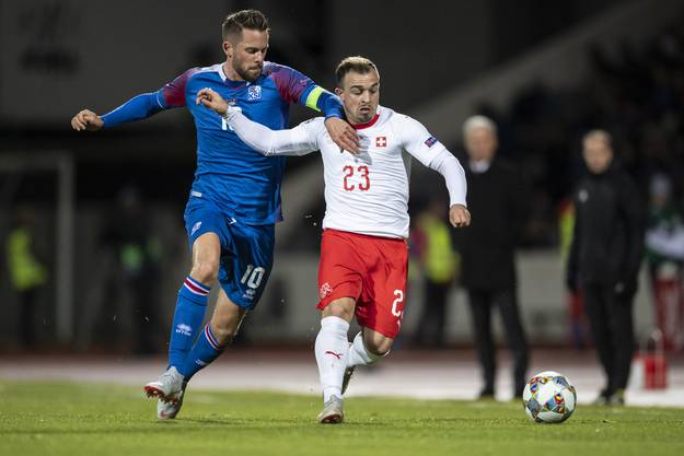 Positiv: Er will jeden Ball. Negativ: Er behält ihn oft zu lange. Wird von den Isländern hart bearbeitet, verliert aber nicht die Lust am Spiel.