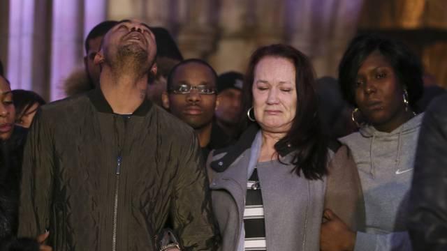 Pam Duggan, die Mutter des erschossenen Mark, weint nach dem Urteil