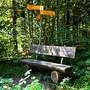 Dieses Bänkli steht ein paar hundert Meter unterhalb des Stierenbergs an der alten Bergstrasse.