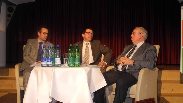 Einwohnerrat oder Gemeindeversammlung? Auf dem Podium diskutierten Titus Meier, Matthias Jauslin und Samuel Wehrli (von links). stg