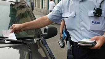 Die Zürcher Stadtpolizei hat im Jahr 2017 um 11 Prozent weniger Bussen ausgestellt als im Vorjahr.