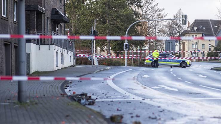 Ein Autofahrer hat in Bottrop in Nordrhein-Westfalen in der Silvesternacht seinen Wagen gezielt in eine Fussgängergruppe gesteuert und mindestens vier Menschen zum Teil schwer verletzt.