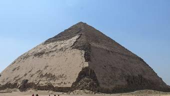 Ägypten macht die Knickpyramide von König Sneferu in der Nähe von Kairo für die Öffentlichkeit zugänglich.