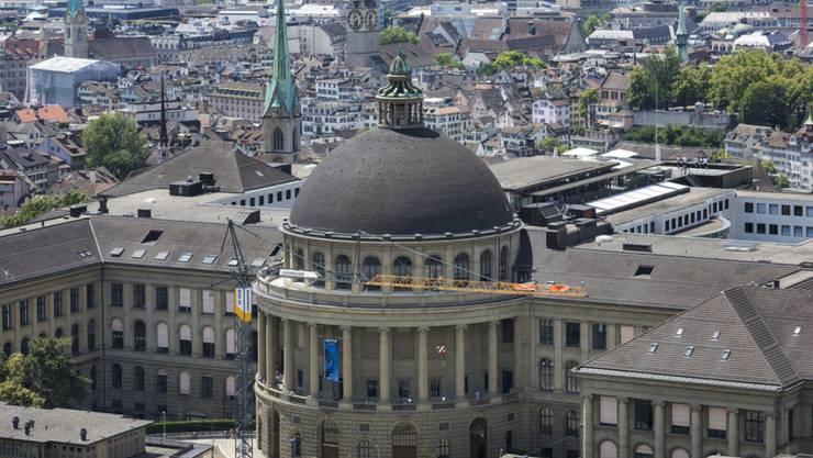 An der ETH Zürich werden Gelder und Ämter in den Departementen fair verteilt, sagte ein externer Bericht. (Archivbild)