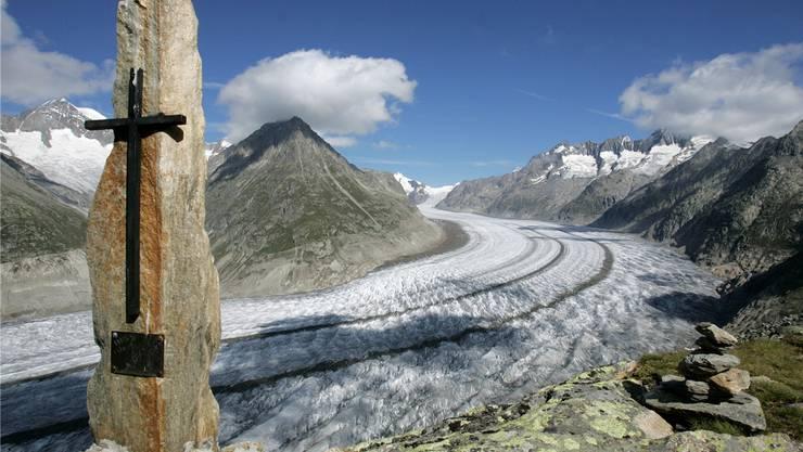 Der längste Gletscher der Alpen: Der Walliser Aletschgletscher gibt Gebeine frei.