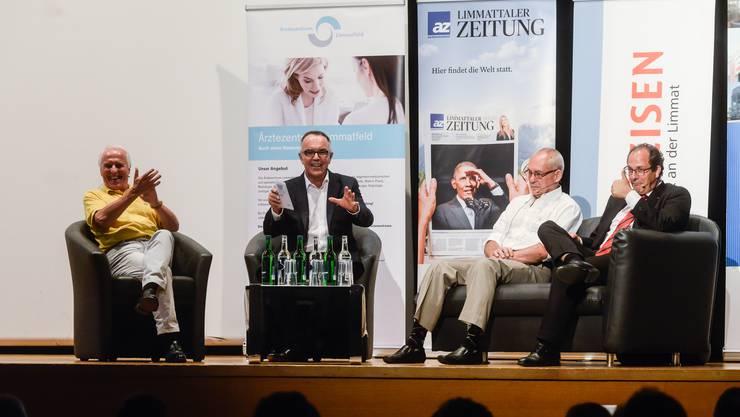 Schauspieler Walter Andreas Müller, Moderator Markus Gilli, Oswald Oelz, Bergsteiger und ehemaliger Chefarzt der medizinischen Klinik am Triemlispital in Zürich und Adrian Schmitter, CEO der Kantonsspital Baden AG, bilde