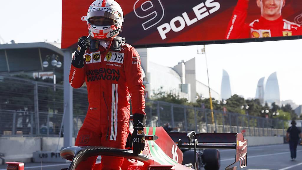 Charles Leclerc freut sich in Baku über seine neunte Pole-Position in der Formel 1