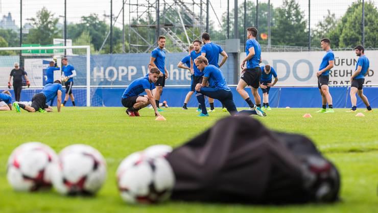 Die Wohler trainieren auch am Tag des Trainings fleissig. Nach dem Training ist klar: Der FC Wohlen darf in der Challenge League bleiben.