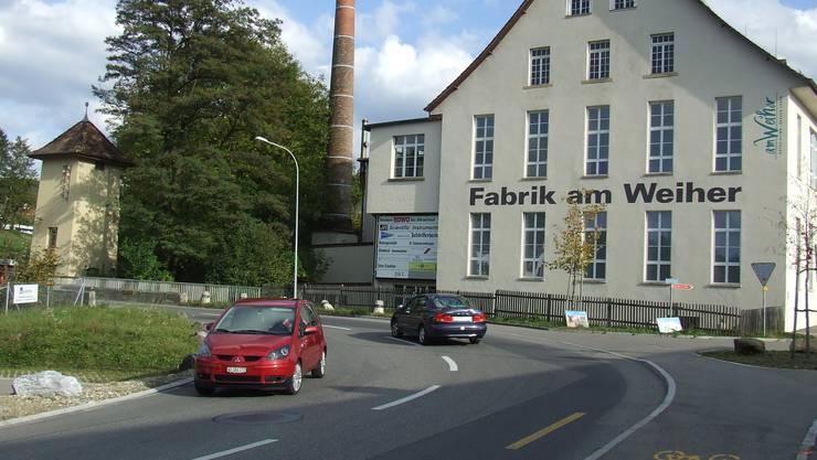 Früher industrieller Zweckbau: Die «Fabrik am Weiher», ehemals Spinnerei Bidermann in Zwillikon. (Bild Thomas Stöckli)