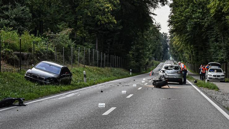 Der Töfffahrer wurde beim Zusammenprall schwer verletzt.