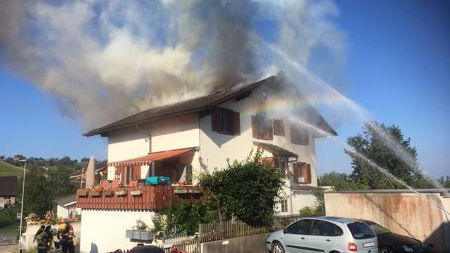 Baar: Brand in Wohnhaus