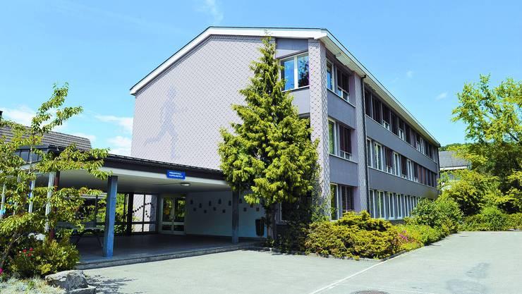 Diskussionspunkt: Der Informationsanlass in Wynigen drehte sich nicht nur um das Schulhaus im Dorf. (Oliver Menge)