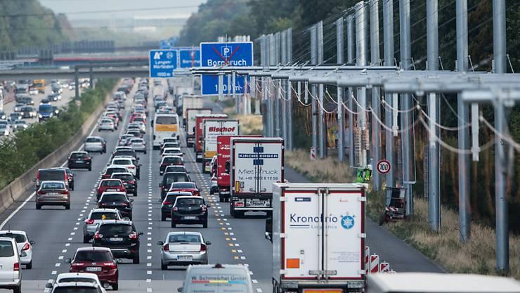 Ein Mann ist auf der Autobahn im deutschen Bundesland Hessen mit einem 400'000 Euro teuren Auto verunglückt. (Symbolbild)