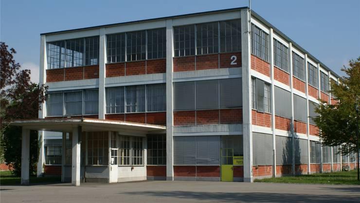 Im wuchtigen Bata-Gebäude mit der einstigen Eingangspforte könnte ein «Business Parc» entstehen. ach