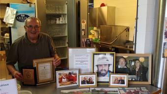 Franco Riccardi zeigt stolz seine persönliche «Wall of Fame».