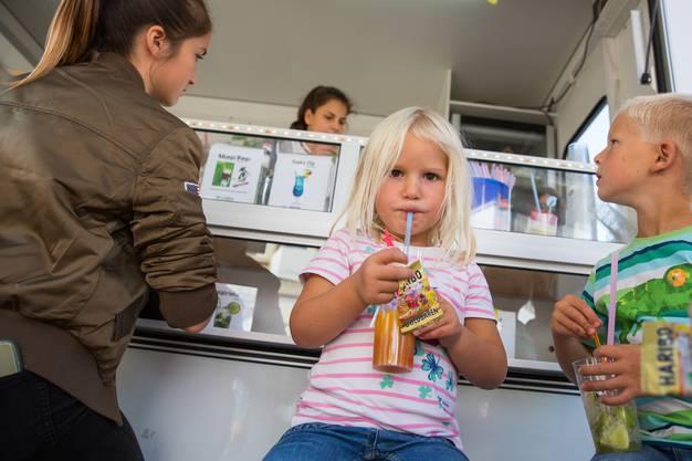 Köstlich - Drinks ohne Alkohol am Stand der Jugendarbeit Thal