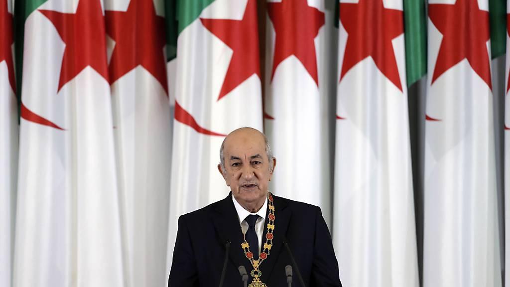 ARCHIV - Algeriens Präsident Abdelmadjid Tebboune auf einem Archivfoto aus dem Jahr 2019. Foto: Toufik Doudou/AP/dpa