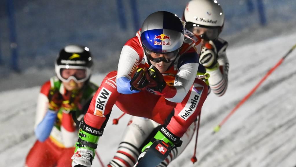 Fanny Smith vorne weg: Der Waadtländer Skicrosserin glückte in Arosa der Auftakt in die Weltcup-Saison
