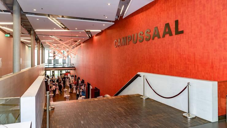 Die Trägergemeinden Brugg und Windisch können pro Jahr zehn mietfreie Nutzungen im Campussaal ermöglichen, wenn es sich nicht um kommerzielle Anlässe handelt.