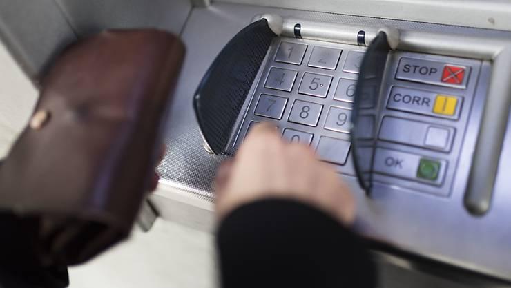 In Wildegg wurde in der Nacht auf Dienstag ein Geldautomat gewaltsam aufgebrochen. (Symbolbild)