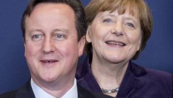 Cameron und Merkel bei einem Gipfelfoto im Dezember: Die beiden Regierungschefs telefonierten am Montag miteinander und sprachen über EU-Reformen, die Grossbritannien verlangt. (Archivbild)