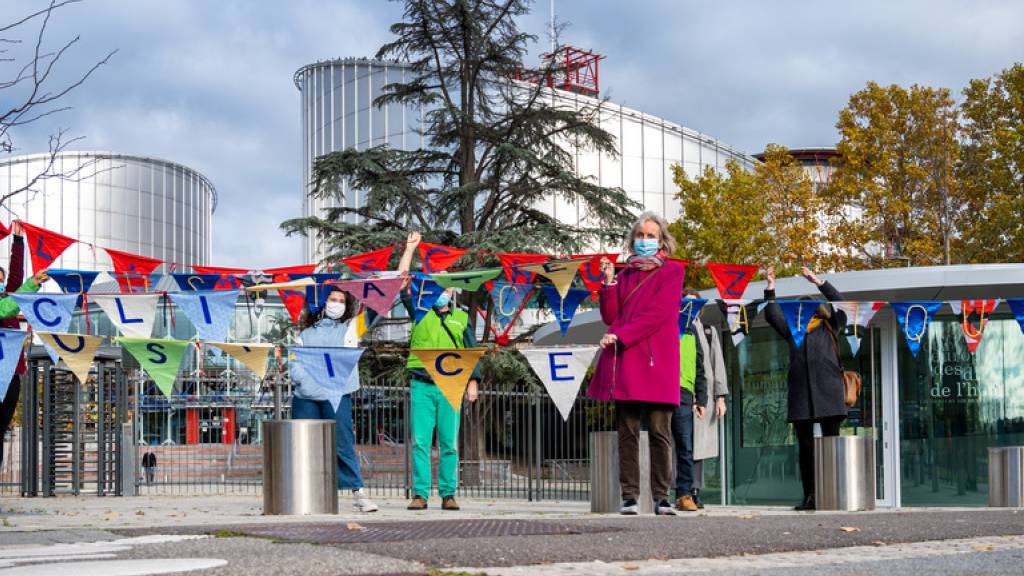 Schweizer Klimaseniorinnen kündigen Klimaklage an