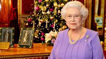 Queen tief berührt von Selbstlosigkeit der Ebola-Helfer